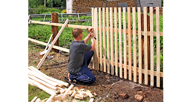 Building Fences Which Connecting to Home Exterior